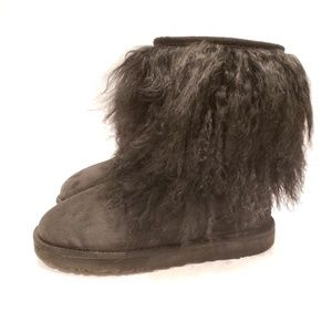 Ugg Mongolian Fur Boots Short black size 8